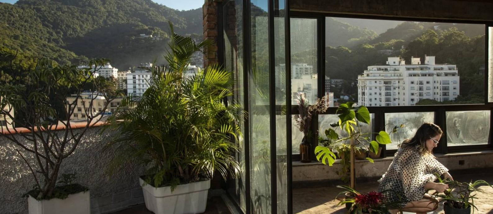 'A presença de seres vivos à minha volta é mais importante do que ter um monte de panelas e copos', diz Bia Foto: Ana Branco / Agência O Globo