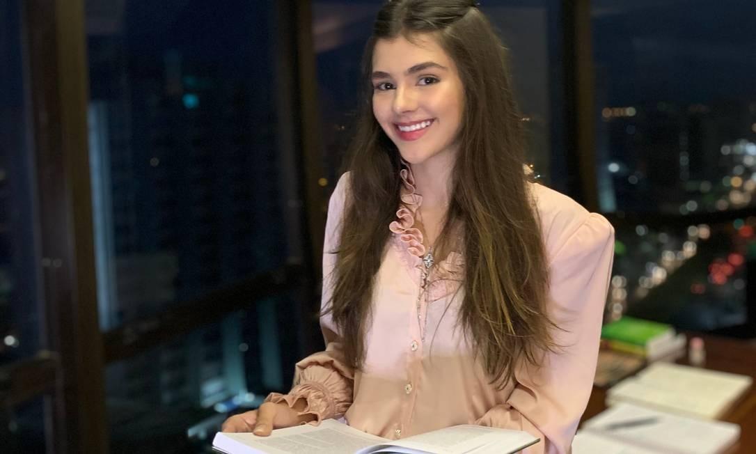 Sílvia Campos, 19 anos, estudante de Direito, teme a falta de oportunidades no país Foto: Arquivo pessoal / Arquivo pessoal