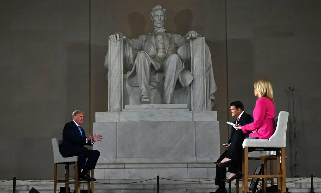 Presidente Donald Trump, durante entrevista à Fox News na noite de domingo Foto: JIM WATSON / AFP