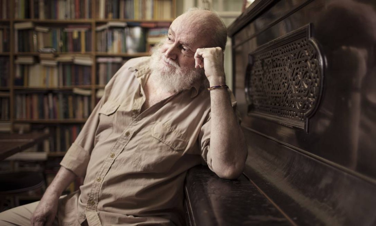 O compositor e escritor Aldir Blanc fotografado em 2016, ano em que completou 70 anos. Autor de clássicos da música popular brasileira e escritor morreu nesta segunda-feira, aos 73 anos, vítima do novo coronavírus Foto: Leo Martins / Agência O Globo