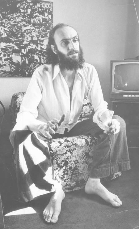 O compositor Aldir Blanc em 1976. A música foi seu meio de resistência ao regime militar da época Foto:
