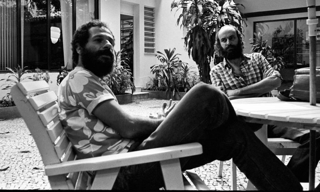 """Os composoitores João Bosco e Aldir Blanc, em 1982: parceiros em clássicos da MPB como """"'O bêbado e a equilibrista"""" Foto: Luiz A. Barros /"""
