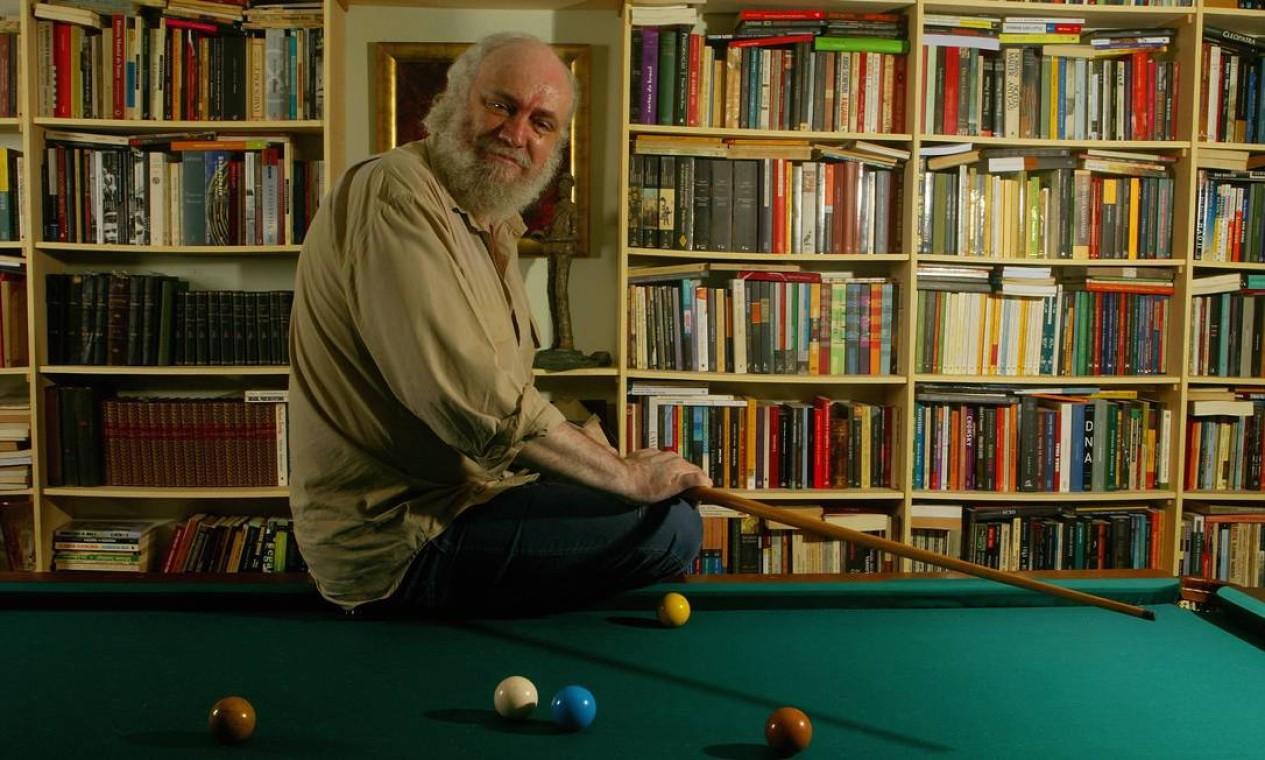 O compositor Aldir Blanc em 2006, ao completar 60 anos Foto: Berg Silva / Agência O Globo