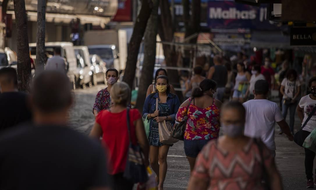 Circulação de pessoas no calçadão de Campo Grande Foto: Gabriel Monteiro / Agência O Globo