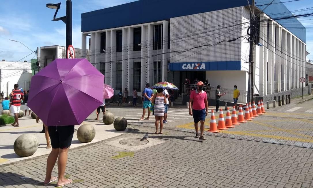 Rua do Sol foi interditada em frente à agência da Caixa Econômica, no centro de São Luís Foto: Alabani Ramos / Agência O Globo