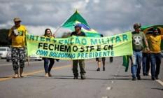 Em atos feitos nas últimas semanas, apoiadores de Bolsonaro pedem intervenção militar Foto: SERGIO LIMA/AFP E GETTY IMAGES
