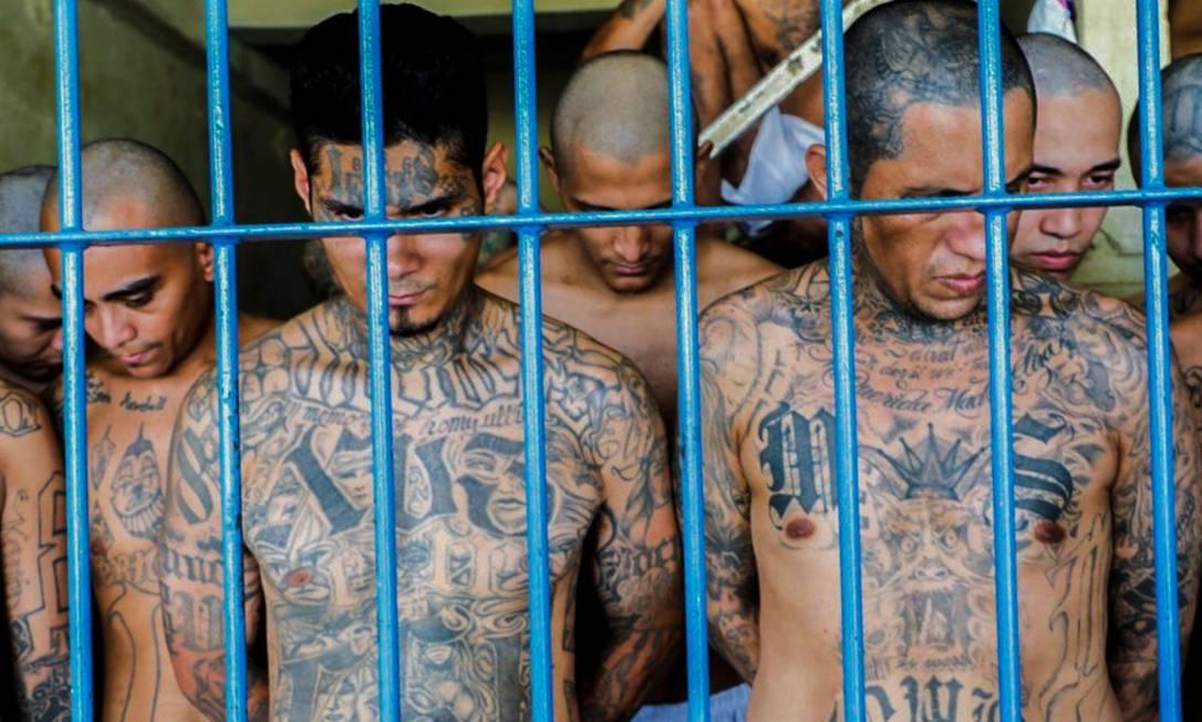 Detentos na prisão Izalco, no noroeste de San Salvador Foto: - / AFP / 26-04-2020