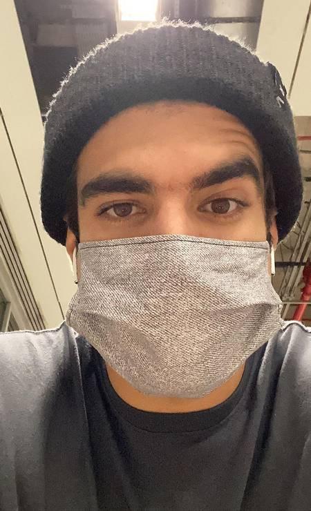 De máscara, Caio Castro fez selfie do seu momento de saída essencial: a ida ao mercado Foto:  / Reprodução / Instagram