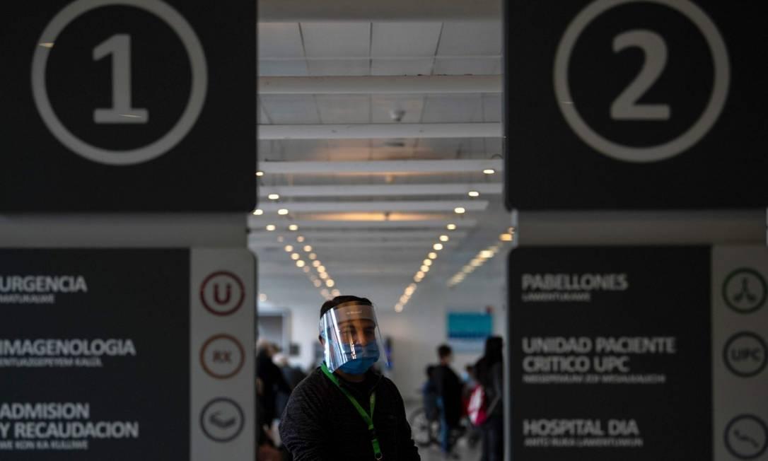 Hospital Del Carmen em Santiago: epidemia do novo coronavírus atinge o país Foto: MARTIN BERNETTI / AFP