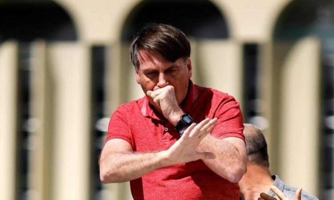 A postura do presidente não contribuiu para o isolamento social da população brasileira Foto: AFP