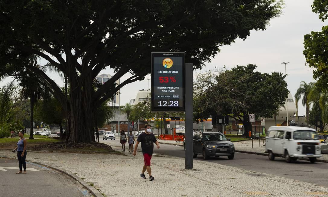 Em Botafogo, 53% exibido em vermelho indica que nível de isolamento social está muito abaixo do ideal Foto: Leo Martins / Agência O Globo