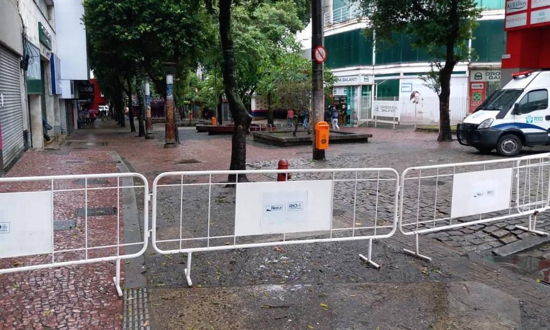 Grades bloqueiam calçadão de Campo Grande, onde foi decretado lockdown Foto: Hermes de Paula / Agência O Globo