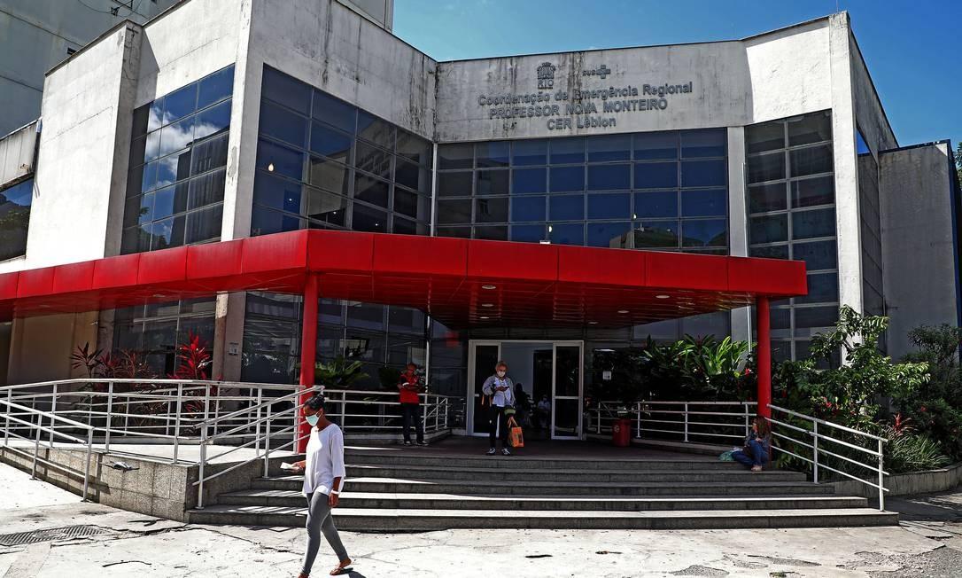 Movimentação na entrada do CER Leblon na Zona Sul da cidade onde Manoel deu entrada Foto: Fábio Motta : Fabio Motta / Agência O Globo