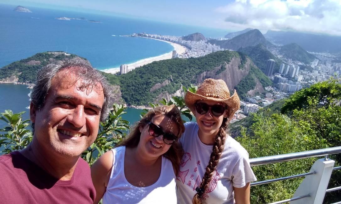 O guia Carlos Eduardo Bueno, o Kadu, durante um passeio guiado no Rio, antes da quarentena Foto: Acervo pessoal