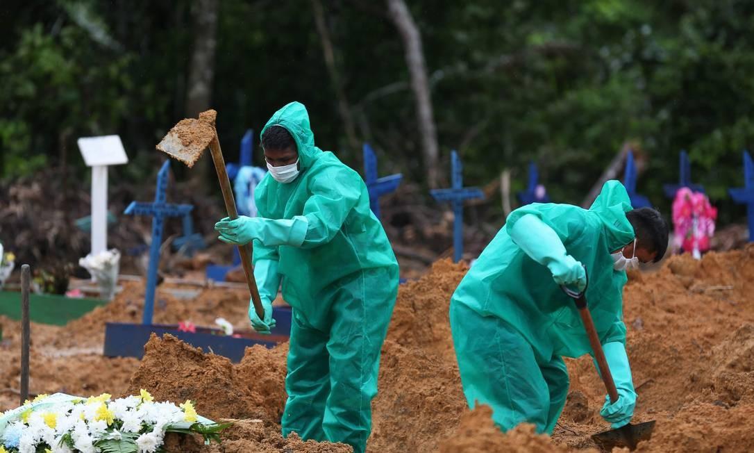 Cemitério Parque Tarumã, em Manaus, uma das cidades mais afetadas pela pandemia Foto: MICHAEL DANTAS / MICHAEL DANTAS/AFP