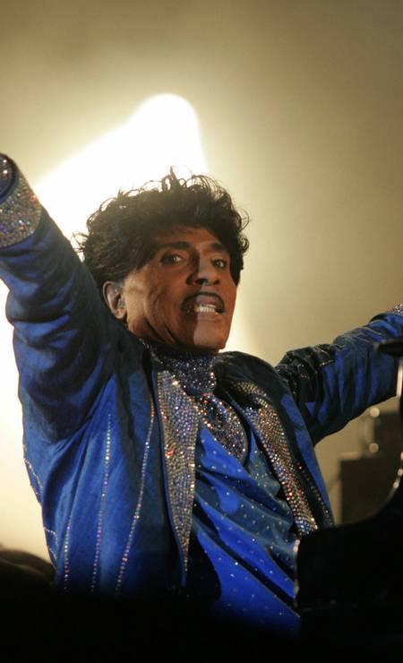 Little Richard se apresentou no palco do festival Terre Neuvas em Bobital, oeste da França. Ele morreu aos 87 anos. Citando o filho do pioneiro do rock 'n' roll, a revista Rolling Stone disse que a causa da morte era desconhecida Foto: ANDRE DURAND / AFP - 08/07/2006