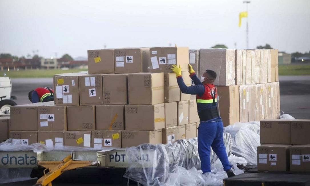 O carregamento de respiradores, ao chegar no aeroporto Foto: Agência Pará