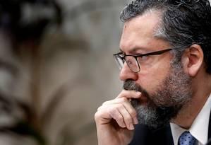 O ministro das Relações Exteriores, Ernesto Araújo,que voltou a rebater neste domingo artigo publicado pelo GLOBO e por outros jornais Foto: ADRIANO MACHADO / Reuters/21-11-2019