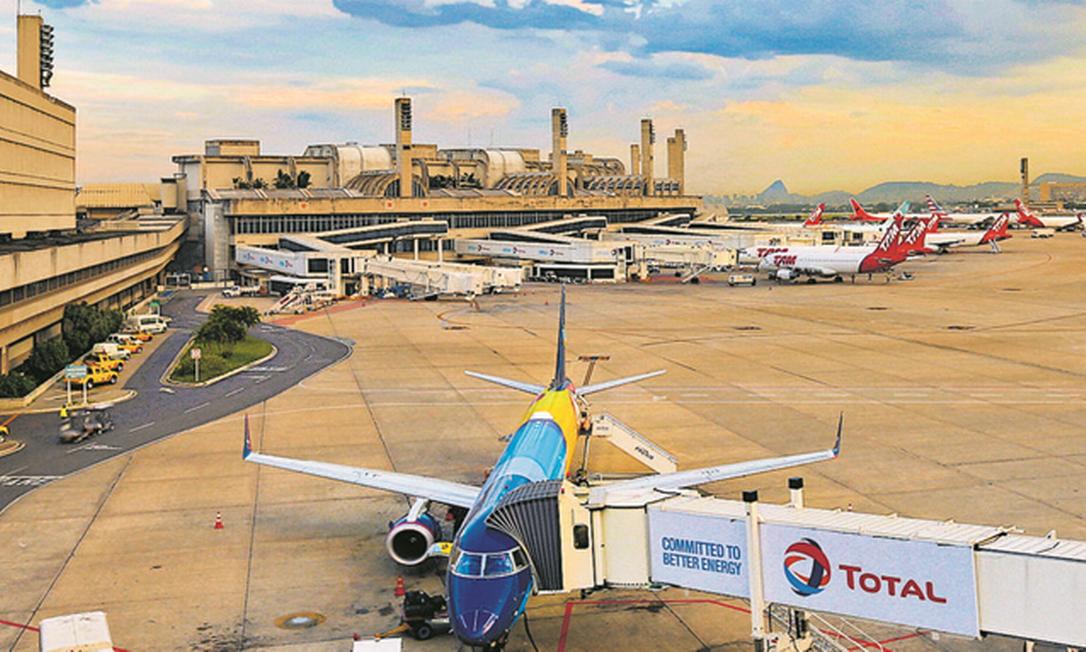 Aviões no Galeão: por causa da pandemia de coronavírus, a queda na oferta de voos chega a 90% e ameaça o mercado de milhas, que em 2019 movimentou R$ 7,7 bilhões Foto: Marcelo de Jesus / Agência O Globo