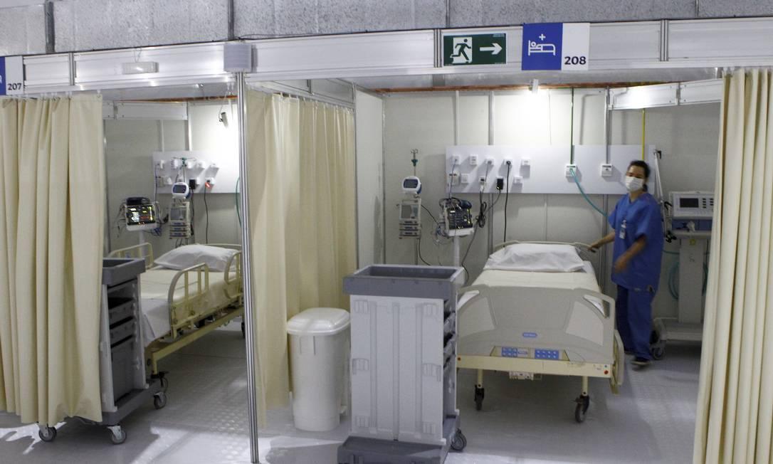 Leitos de UTI do hospital de campanha construído no Leblon, na Zona Sul do Rio Foto: Guilherme Pinto / Agência O Globo