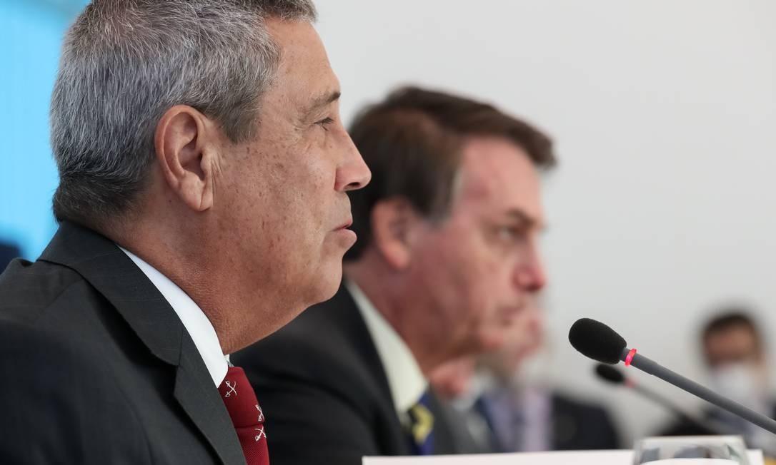 O ministro da Casa Civil, Walter Braga Netto, ao lado do presidente Jair Bolsonaro Foto: Marcos Corrêa/PR