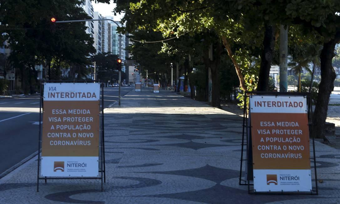 Calçadão de Icaraí vazio nesta segunda-feira (11) Foto: Fabiano Rocha / Agência O Globo
