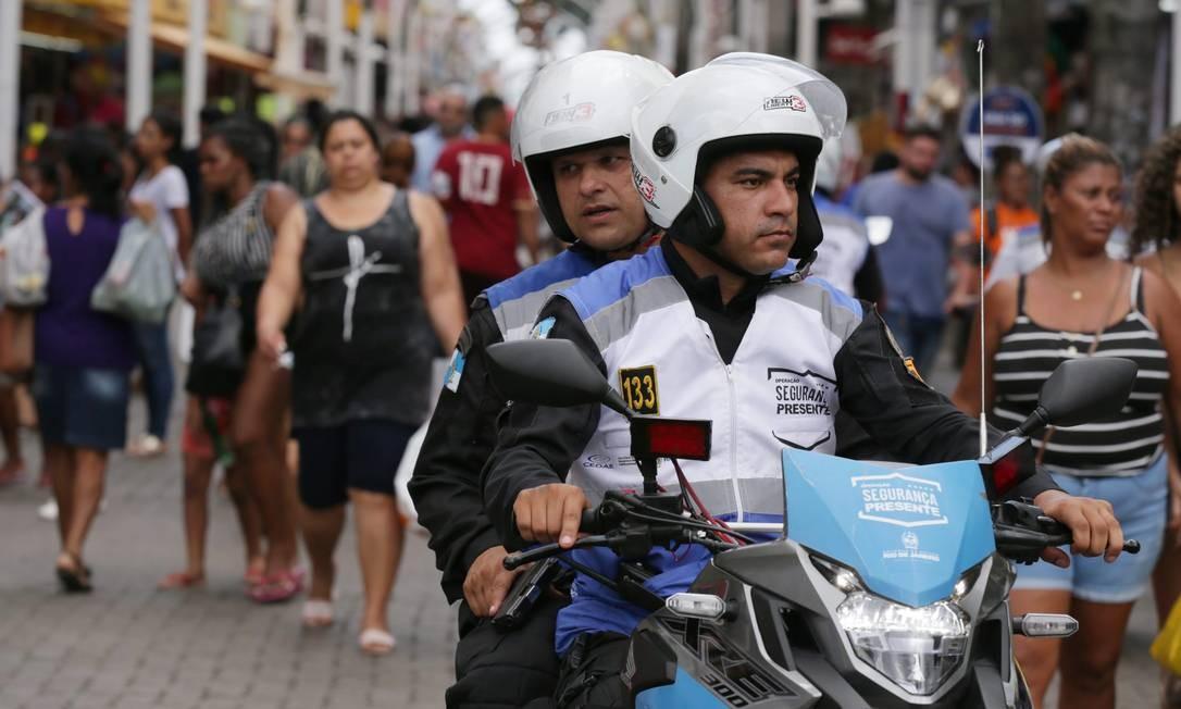 Segurança Presente atua nas ruas da Baixada Fluminense Foto: Cléber Júnior / Agência O Globo