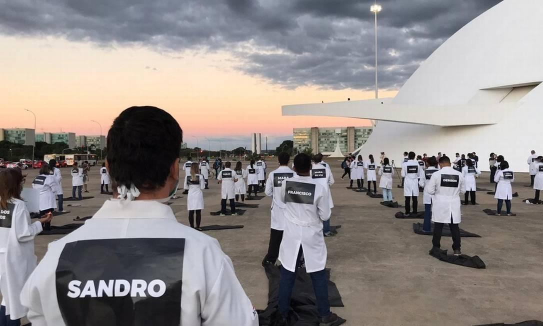 Enfermeiros fazem homenagem em Brasília a colegas mortos pela Covid-19 Foto: Afonso Ferreira/G1