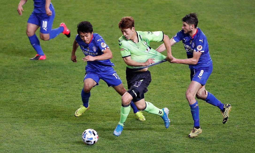 O futebol na Coreia do Sul voltou na semana passada - Foto: Kim Hong-Ji/Reuters/08.05.2020