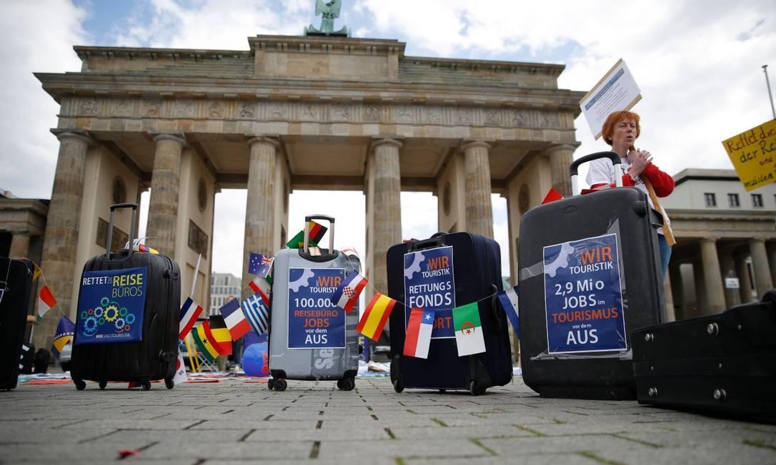Em Berlim, agentes de viagem protestam em favor da retomada do turismo Foto: ODD ANDERSEN / AFP