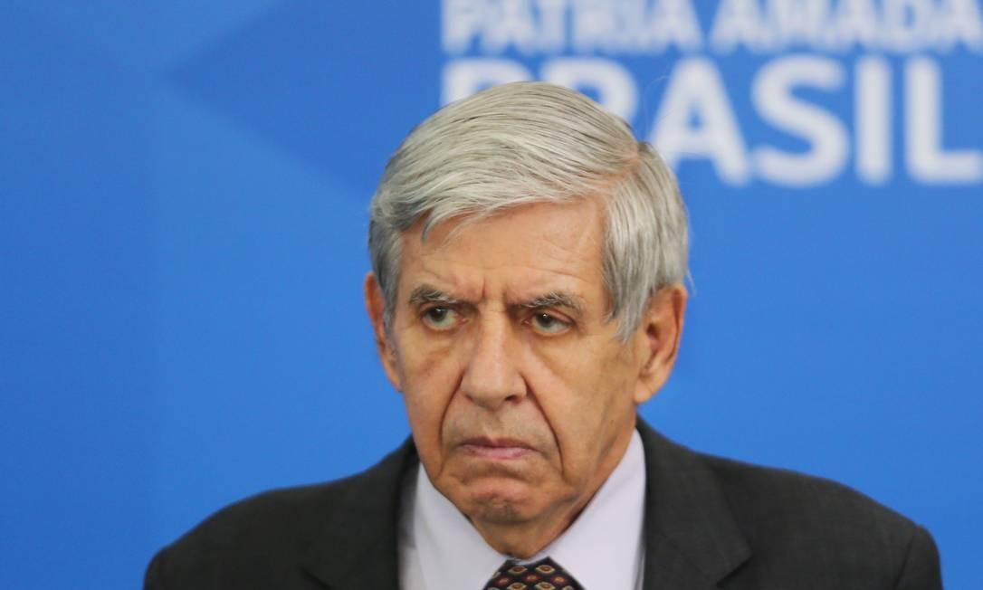 O ministro Augusto Heleno, do GSI, durante evento no Palácio do Planalto Foto: Jorge William/Agência O Globo/01-04-2020