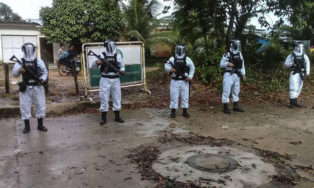 Militares em uma rua de Leticia, cidade colombiana que faz fronteira com o Brasil Foto: HANDOUT / AFP