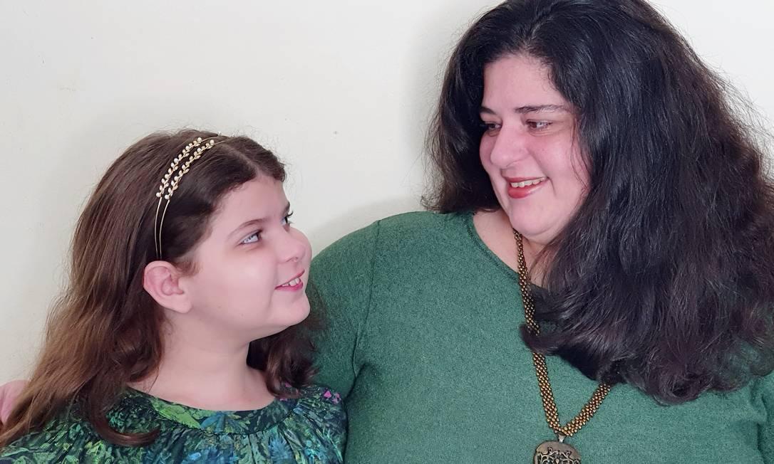 Anacris Monteiro e a filha, Mila, cantam juntas em vídeo com mensagem de esperança. Foto: Acervo Pessoal