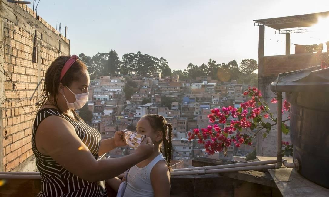 Moradores das periferias de São Paulo enfrentam dificuldades para fazer isolamento social Foto: Edilson Dantas / Agência O Globo