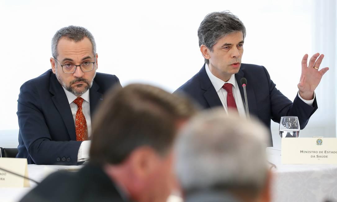 (Brasília - DF, 22/04/2020) - Ministros Nelson Teich e Abraham Weintraub na reunião com presidentes de bancos Foto: Marcos Corrêa/PR