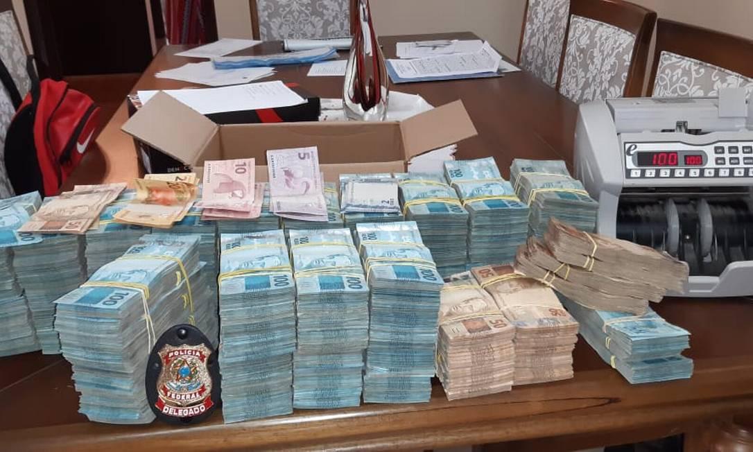 Apreensão em dinheiro realizada na residência em Valença de um dos alvos com mandado de busca e apreensão da operação totalizou R$ 1.589.000,00 Foto: Polícia Federal / Divulgação