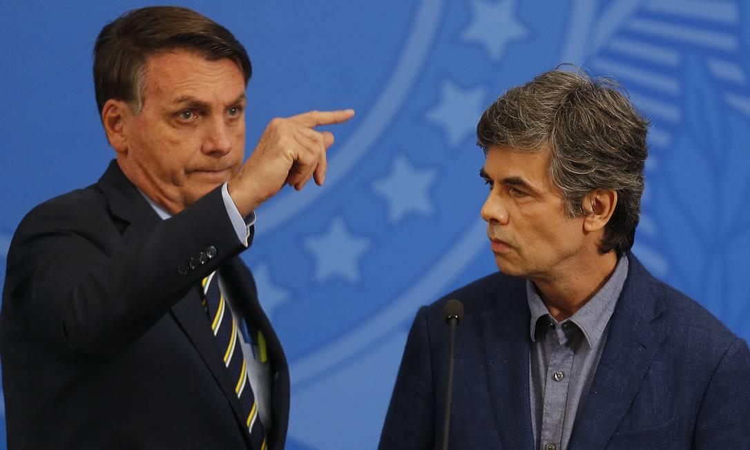 Presidente Jair Bolsonaro anunciou, nesta semana, substituição de técnicos do Ministério da Saúde por militares Foto: Jorge William / Agência O Globo - 16/04/2020