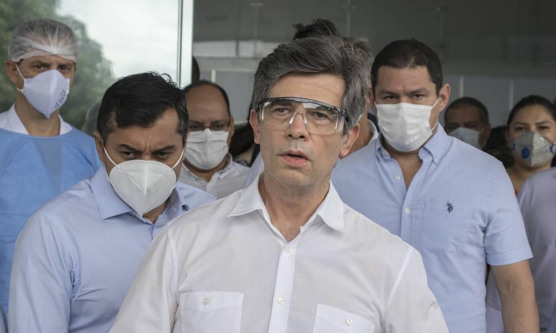 Ministro da Súde, Nelson Teich, visita o Hospital de Campanha Nilton Lins, no Parque das Laranjeiras, em Manaus, Amazonas Foto: Yago Frota / Photo Premium / Agência O Globo - 03/05/2020