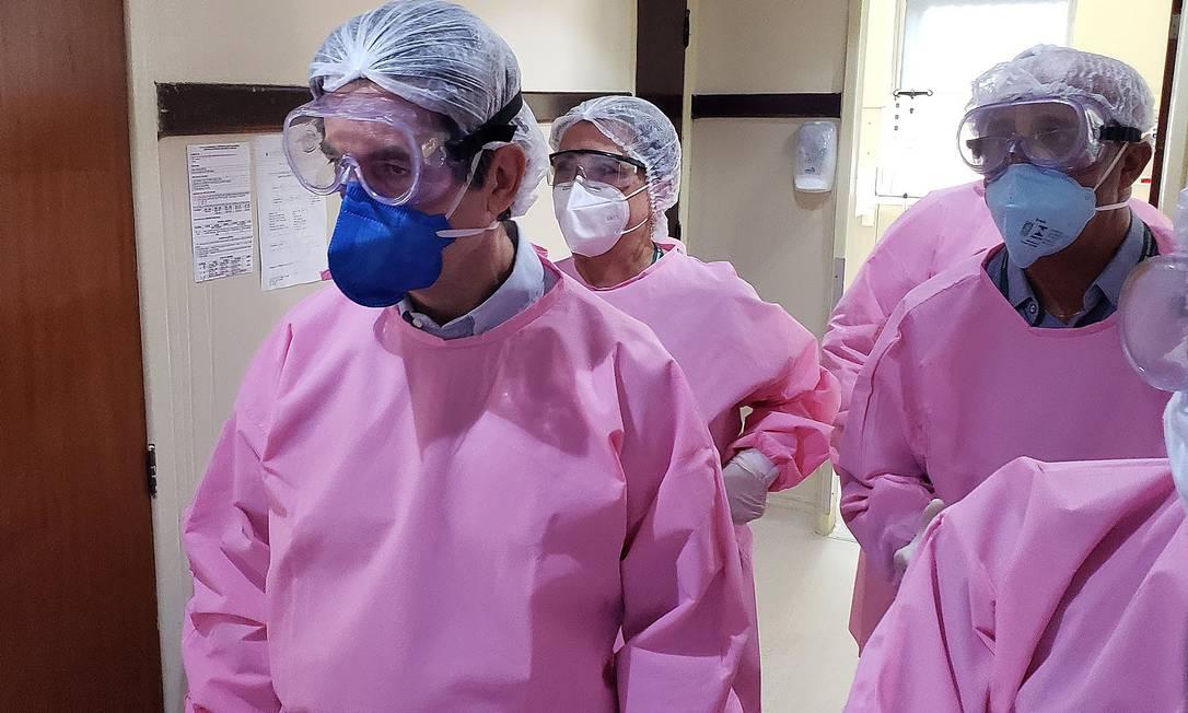 Ministro Nelson Teich visitou, no sábado passado, o Hospital Geral de Bonsucesso, da rede federal, no Rio de Janeiro Foto: RENATO STRAUSS / Divulgação - 09/05/2020