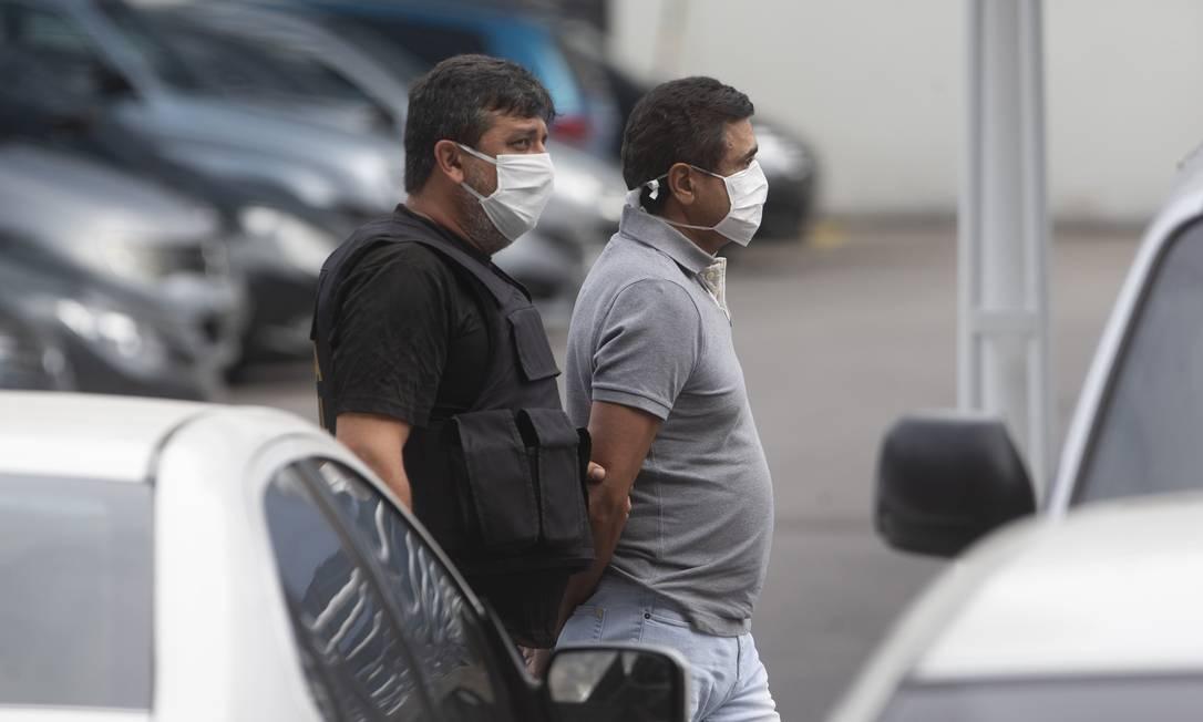O empresário Mario Peixoto chega preso a sede da PF nesta quinta-feira Foto: Márcia Foletto / Agência O Globo