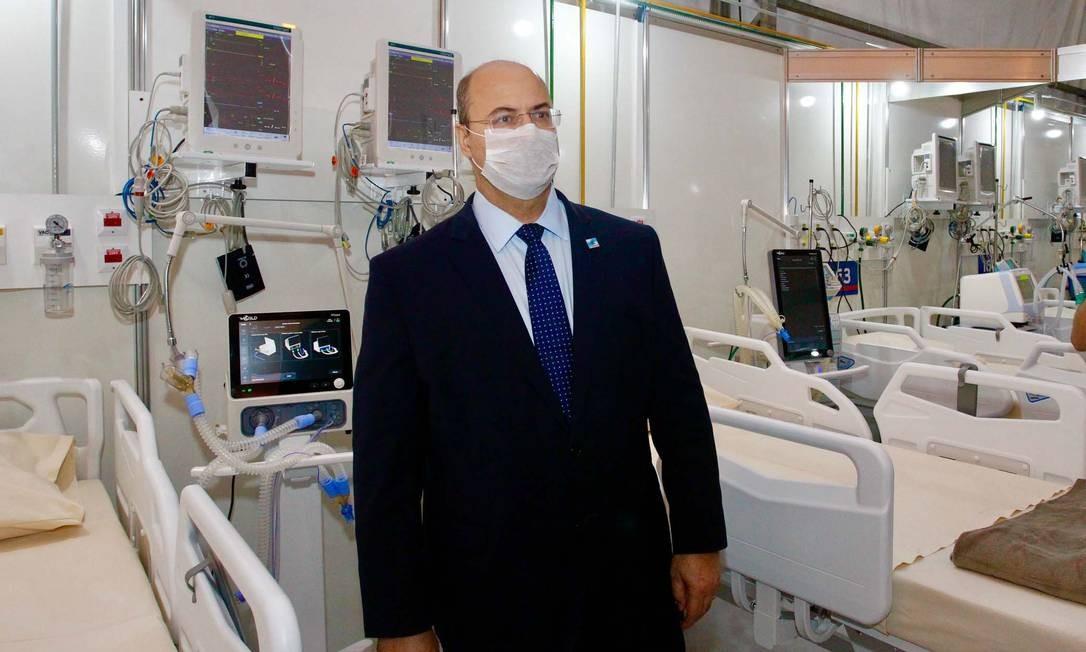 O governador durante uma visita ao hospital de campanha do Maracanã: unidades de saúde do estado ainda aguardam respiradores Foto: Rogerio Santana - Governo do Rio / Divulgação