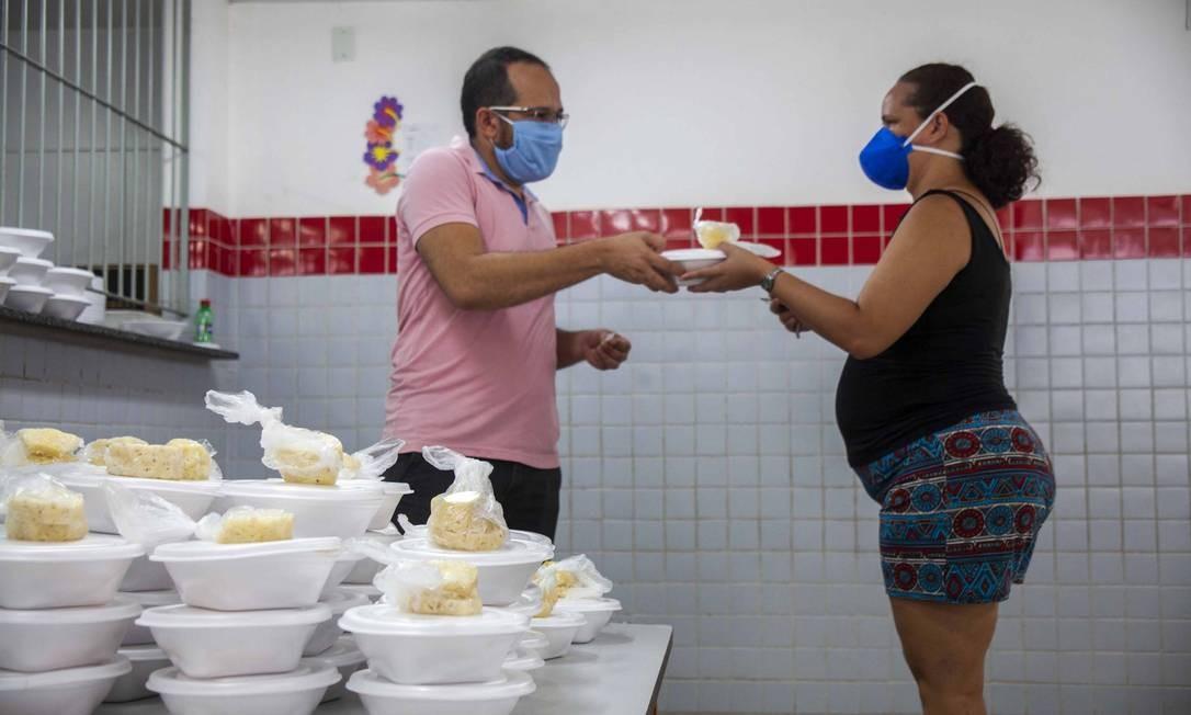 Prefeitura de João Pessoa faz quentinha e distribui para os alunos matriculados Foto: Niaranjan do Ó/Secom