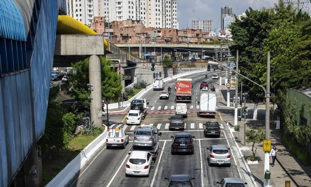 Trânsito de veiculos na Avenida das Juntas Provisorias durante quarentena devido a pandemia do novo coronavírus Foto: Anderson Lira / FramePhoto / Agência O Globo
