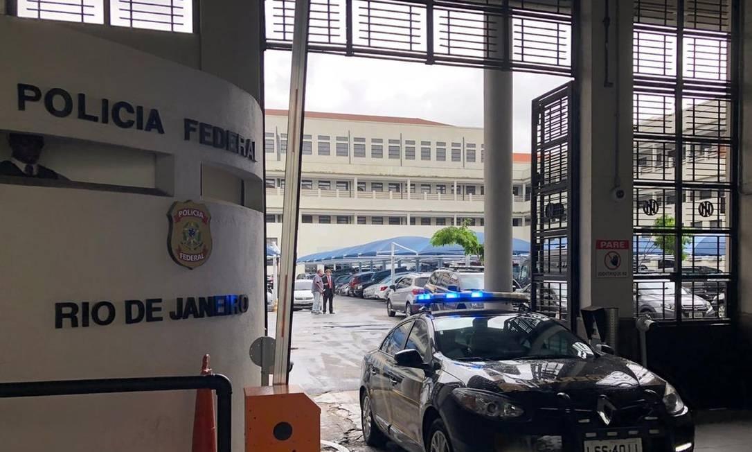 Superintendência da PF no Rio: segundo Marinho, foi em frente ao prédio que um delegado da PF teria vazado informações sobre operaçao para Flávio Bolsonaro Foto: Carlos Brito / G1