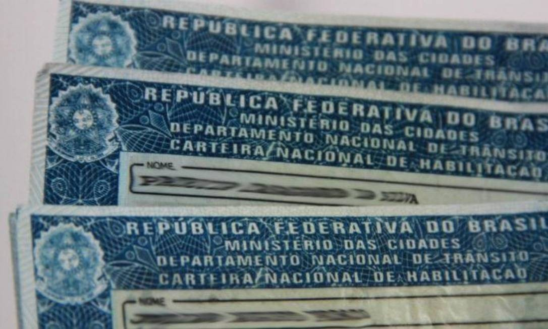 Emissão de Carteira Nacional de Habilitação somente para casos urgentes Foto: Agência O Globo
