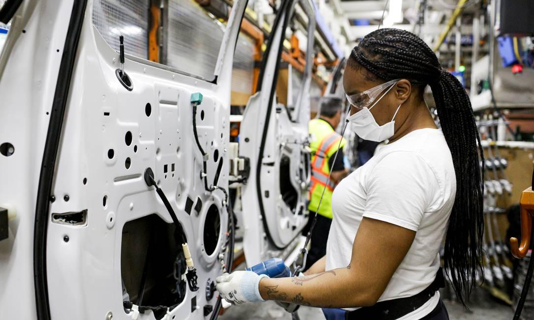 Montadoras retomam produção de automóveis nos EUA e no Brasil, com novas medidas de proteção para os funcionários Foto: Charlotte Smith / Ford Motor Co
