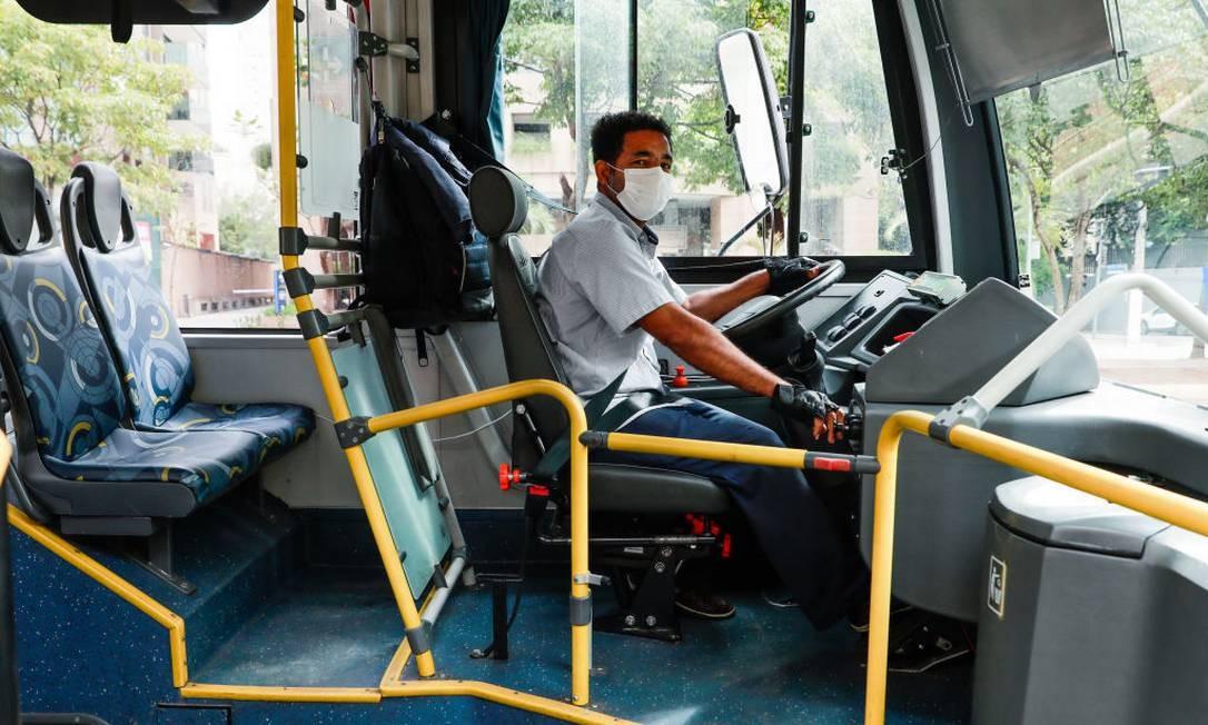 Motorista de ônibus em São Paulo precisa usar máscara obrigatóriamente Foto: Rodrigo Paiva / Getty Images