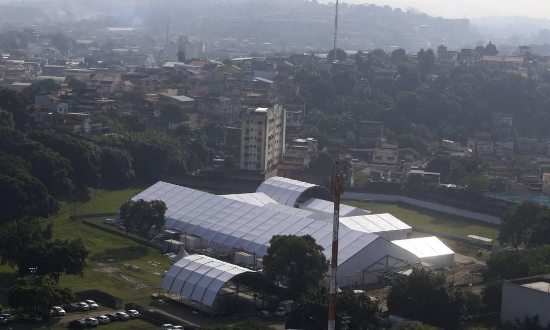 O Hospital de campanha em São Gonçalo, cuja inauguração havia sido marcada para domingo: relatório aponta atraso de 20 dias nas obras Foto: Fabiano Rocha / Agência O Globo
