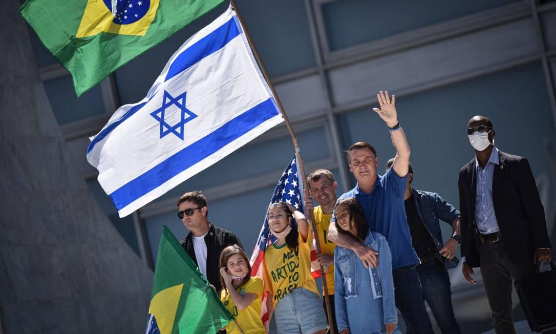 Bandeira de Israel se tornou presença frequente nas manifestações do presidente Jair Bolsonaro Foto: NurPhoto / NurPhoto via Getty Images