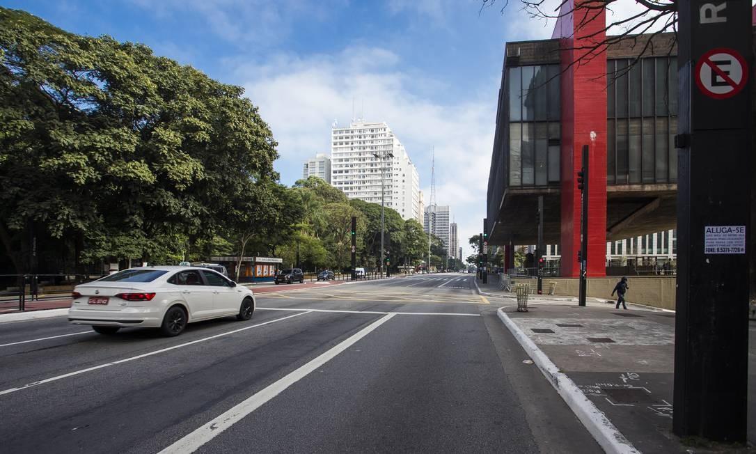 Avenida Paulista, na altura do Museu de Arte de São Paulo (Masp), durante feriado prolonagado forçado para conter o coronavírus Foto: Edilson Dantas / Agência O Globo